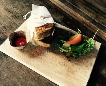 http://veerhuiswessem.nl/test/wp-content/uploads/2015/06/foto-lunch-370x300.jpg